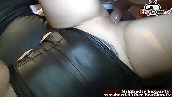 Мамочка с большими дойками любит домашнее порно и оргазм