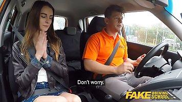 Инструктор по вождению развел свою пассажирку на шикарный хардкор в машине