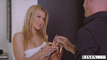 Блондинка с лысым любовником устроили для своих тел шикарный хардкор