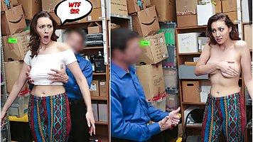 Брюнетка прямо в офисе показала парню свою грудь и задрала ноги для секса