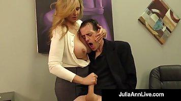 Блондинка в офисе дрочит член босса и принимает его сперму на свои ручки