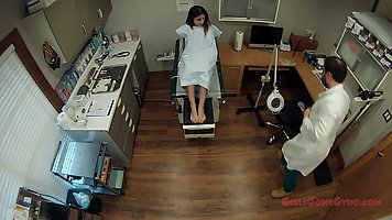 The gynecologist in the hospital shoots the stretched vagina of the brunette on ...