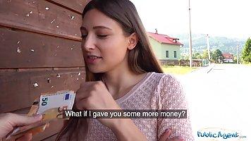 Худая брюнетка от первого лица за деньги дает в пизденку незнакомому ебарю