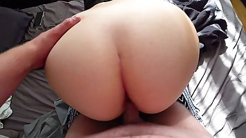The hunk pulls leggings off his girlfriend's big ass and sticks a shaved dic...