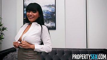 Азиатка на собеседовании показывает большие дойки и волосатую щелку агенту