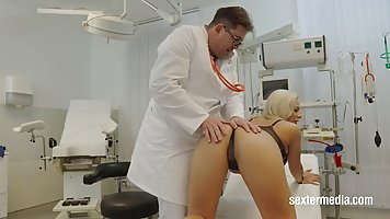 Blonde mommy with big milkings right in the hospital fucks with the doctor