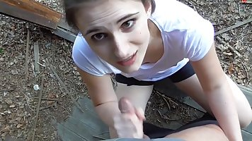 Девушка стоя на коленях в лесу делает парню классический минет от первого лица