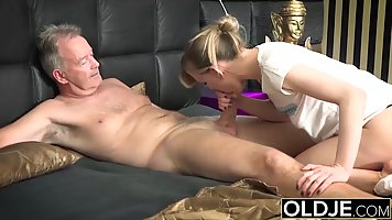 Young girl after blowjob jumps on old guy's dick and cums